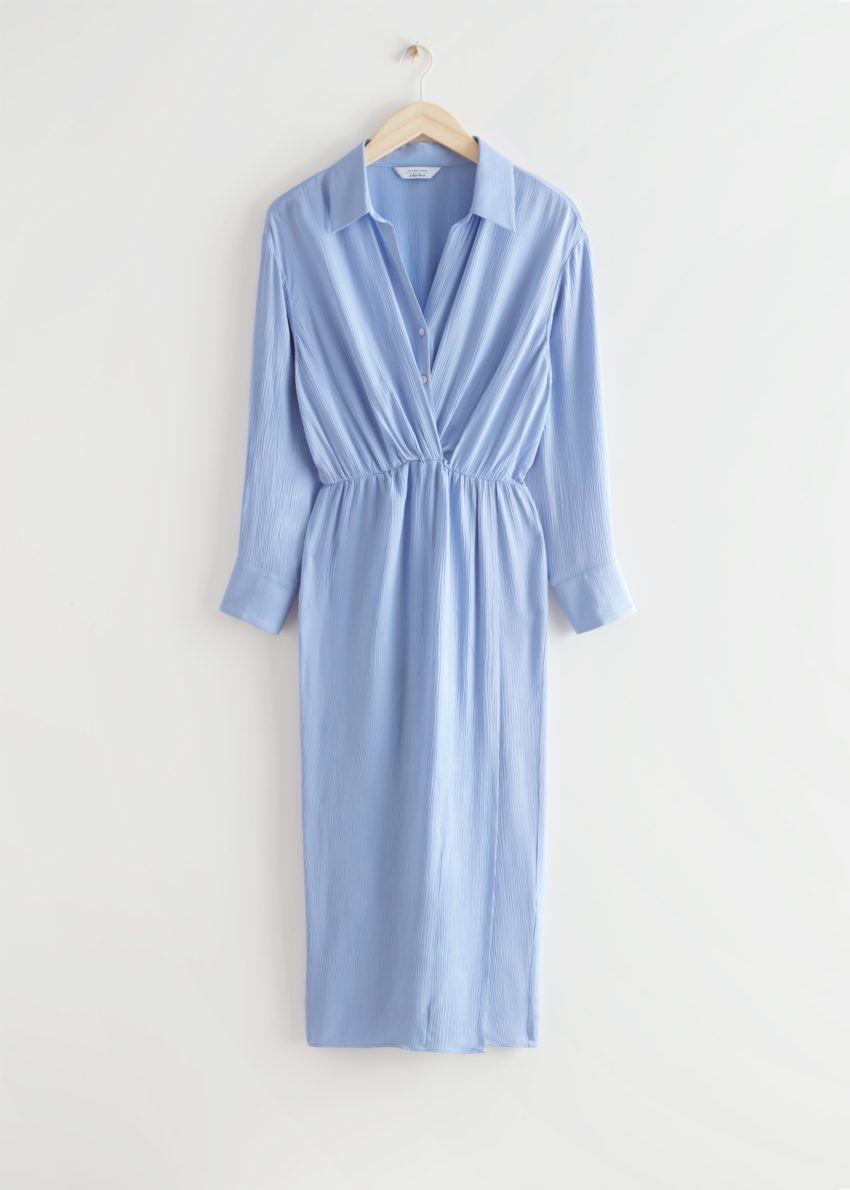 앤아더스토리즈 카라 트위스트 디테일 미디 드레스의 라이트 블루컬러 Product입니다.