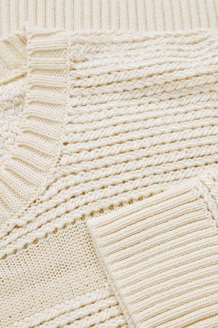 COS hover image 3 of 화이트 in 콘트래스트 패널 스웨터