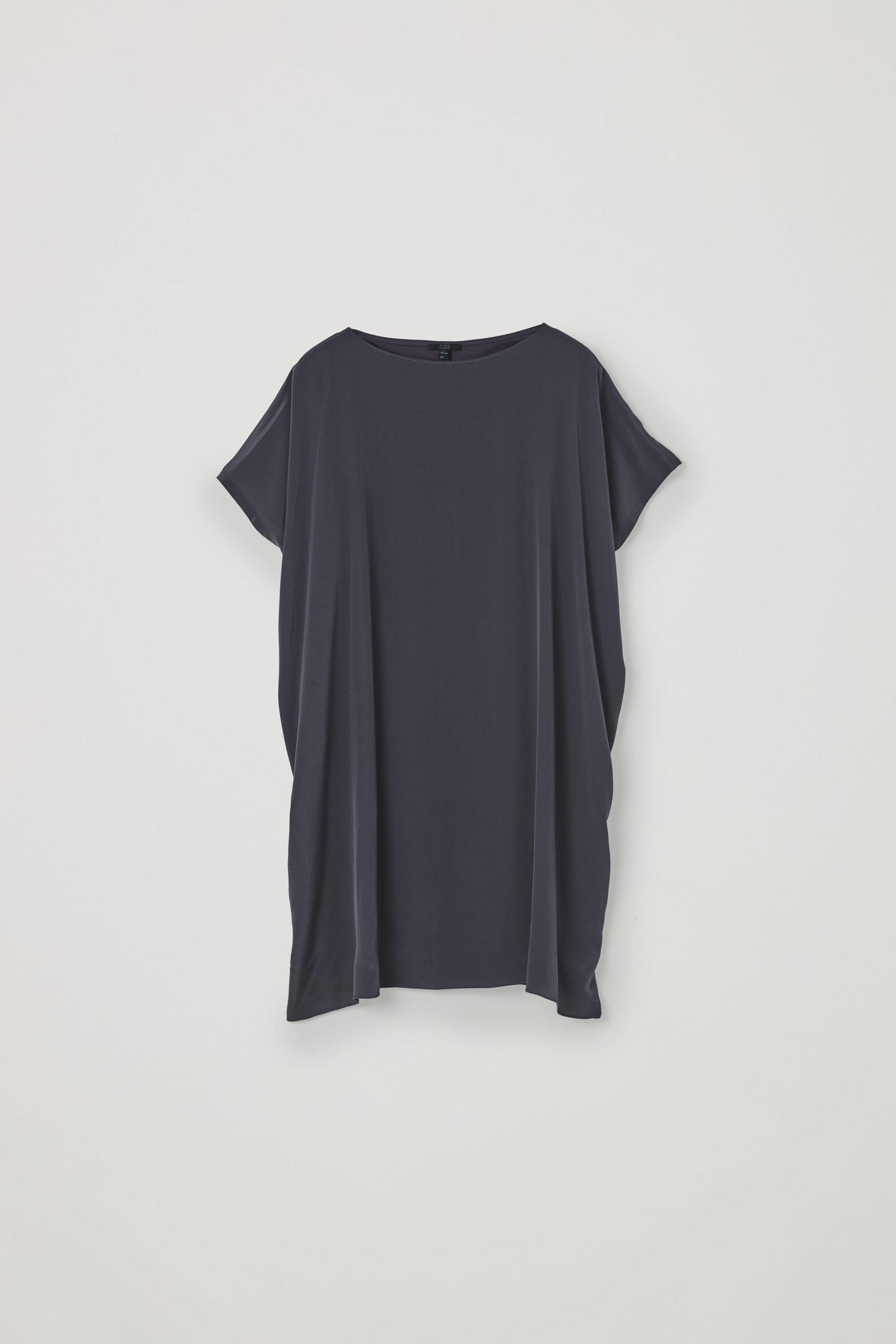 COS 오가닉 코튼 멀버리 실크 릴랙스드 튜닉 드레스의 그레이컬러 Product입니다.
