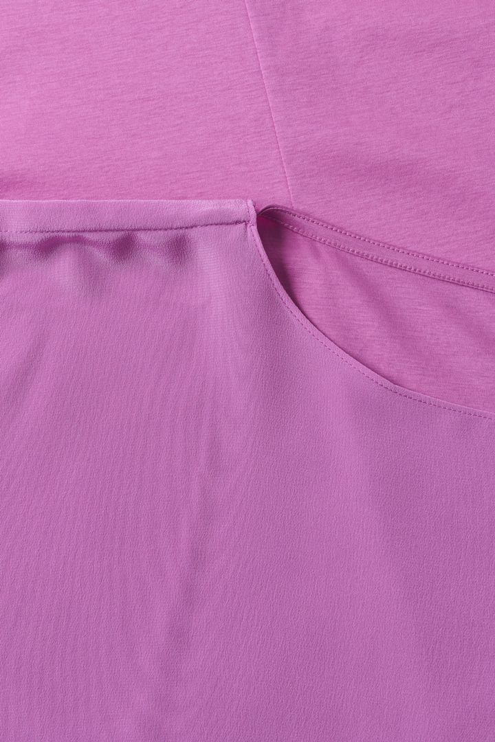COS 오가닉 코튼 멀버리 실크 릴랙스드 튜닉 드레스의 퍼플컬러 Detail입니다.