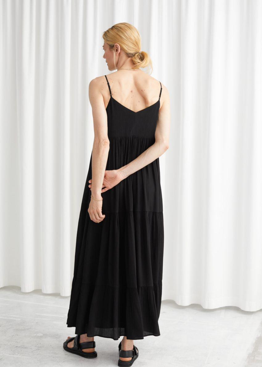 앤아더스토리즈 슬리브리스 릴렉스드 맥시 드레스의 블랙컬러 ECOMLook입니다.