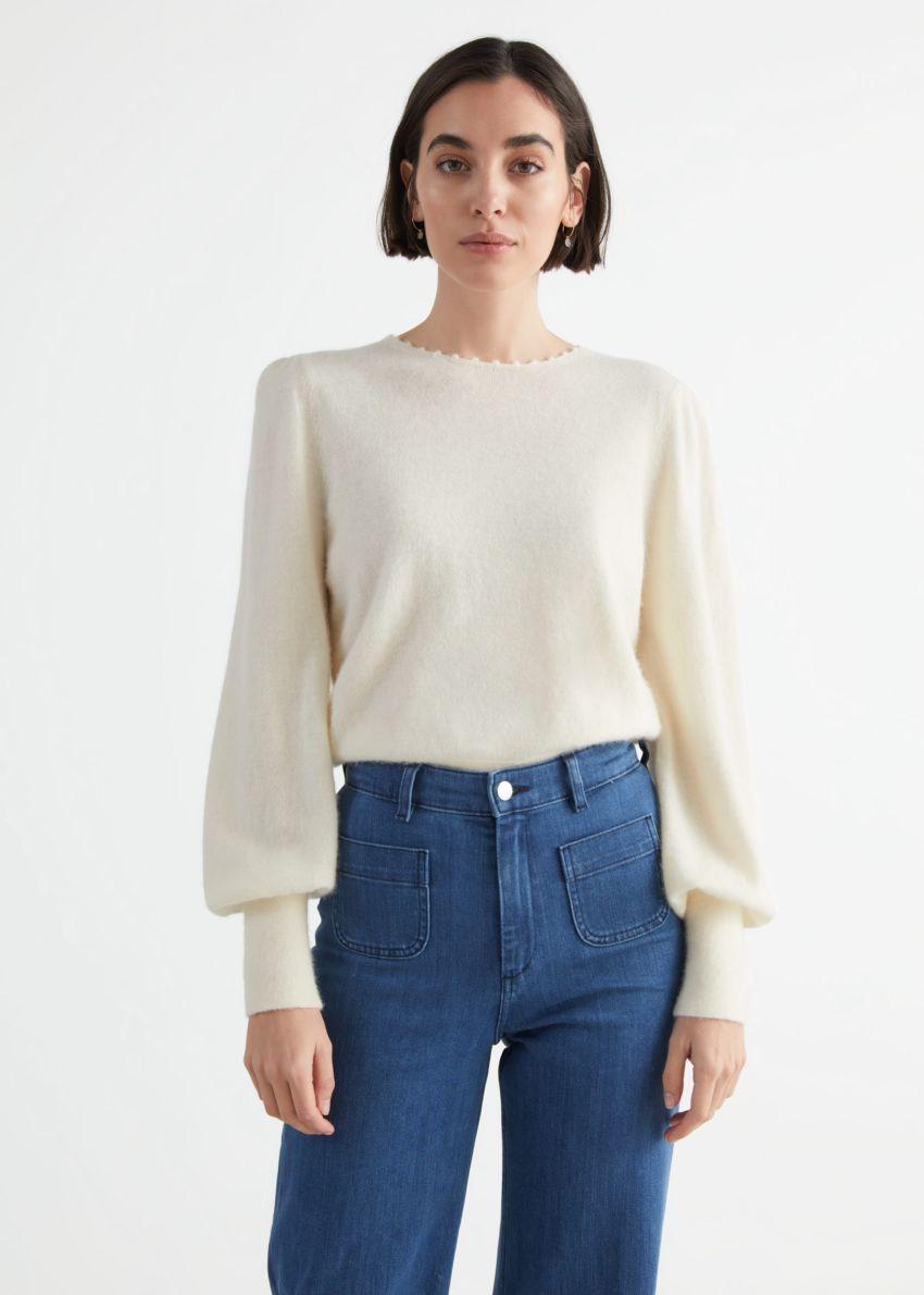 앤아더스토리즈 릴렉스드 알파카 블렌드 보블 넥 스웨터의 크림컬러 ECOMLook입니다.