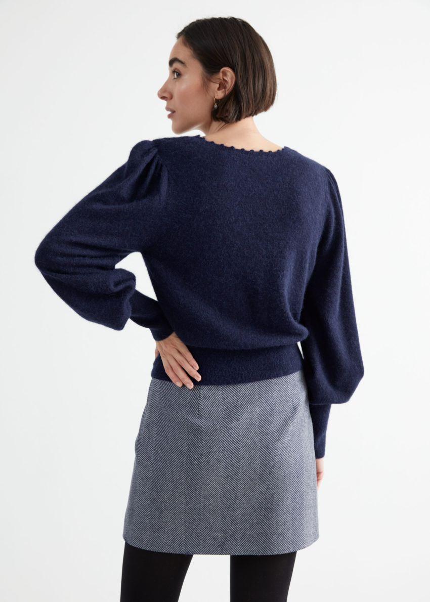 앤아더스토리즈 릴렉스드 알파카 블렌드 보블 넥 스웨터의 네이비컬러 ECOMLook입니다.