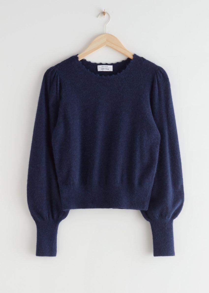 앤아더스토리즈 릴렉스드 알파카 블렌드 보블 넥 스웨터의 네이비컬러 Product입니다.