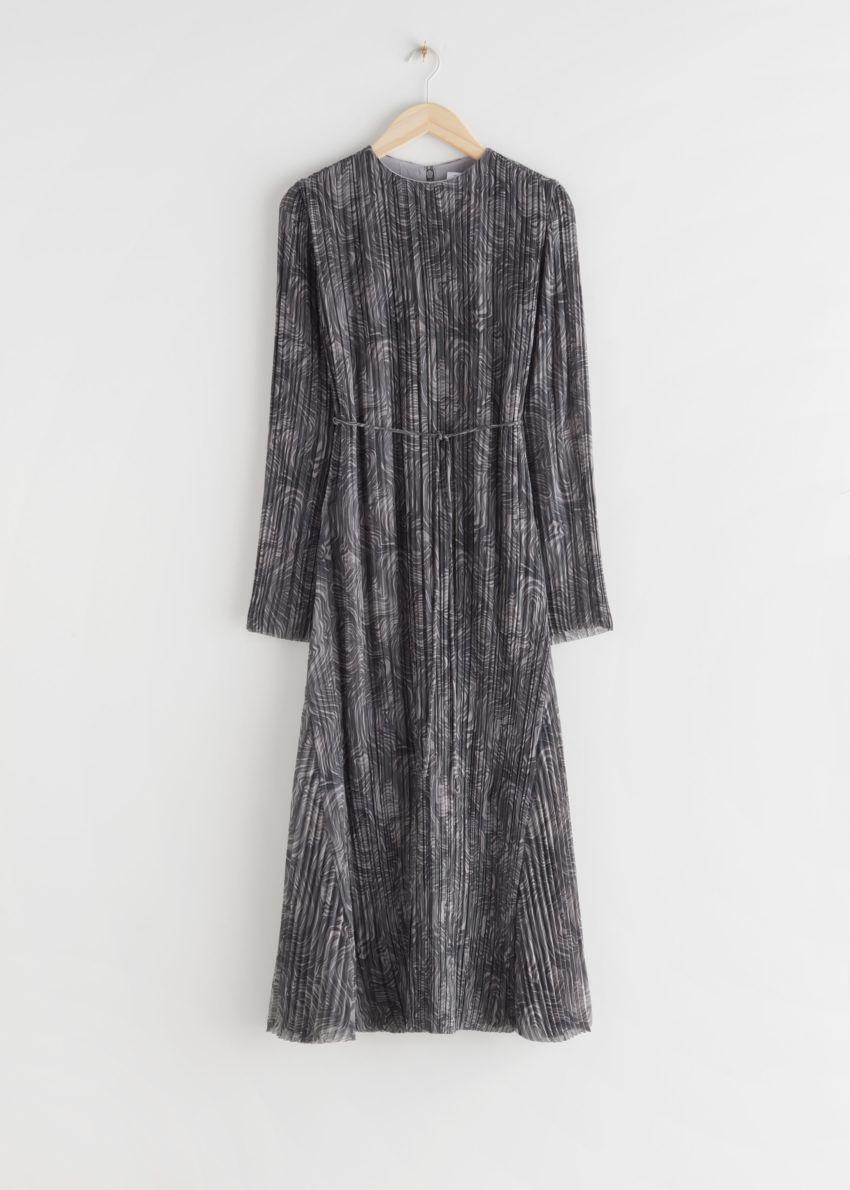 앤아더스토리즈 플리츠 벨티드 플로티 맥시 드레스의 그레이 프린트컬러 Product입니다.