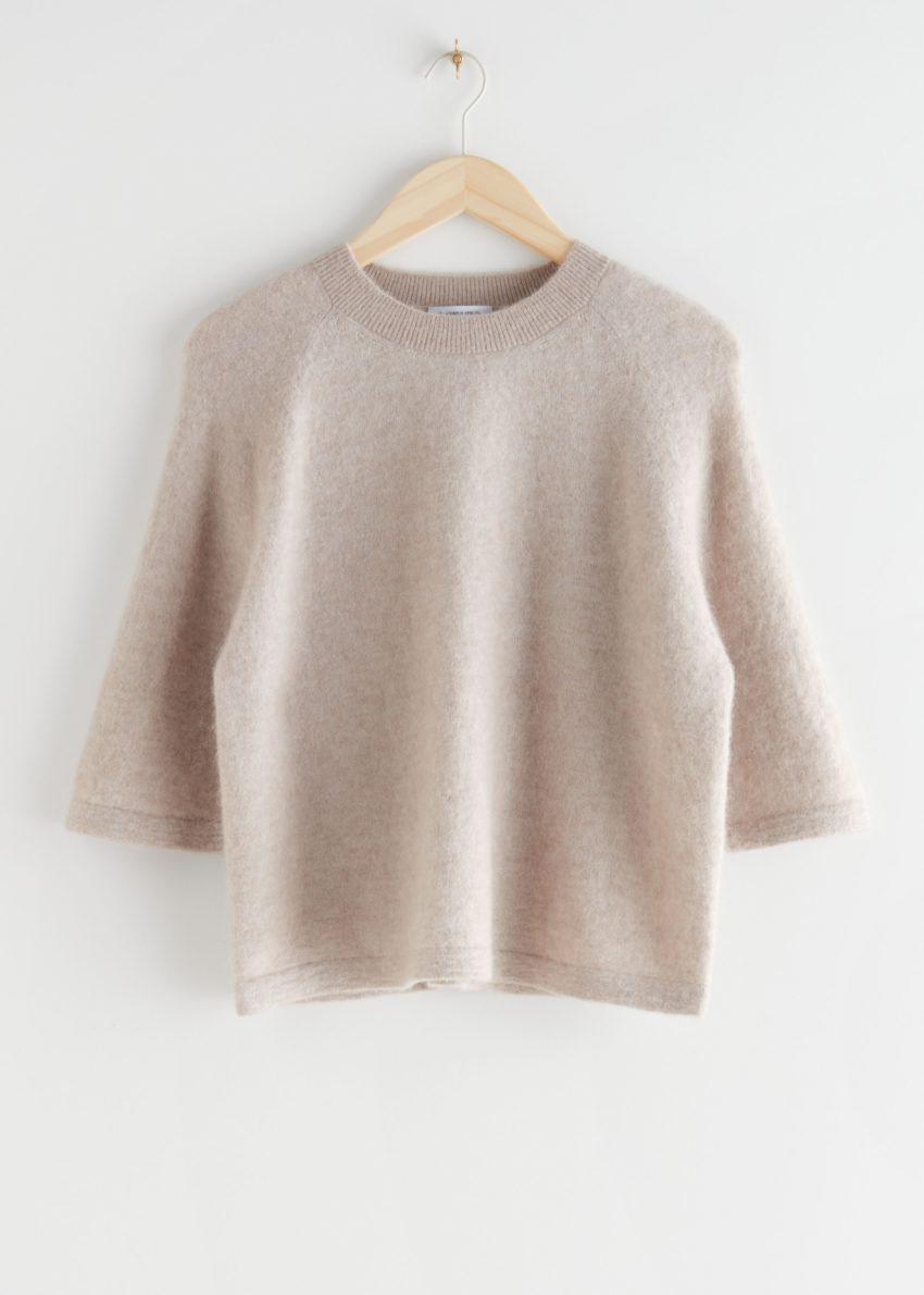앤아더스토리즈 크롭 박시 알파카 블렌드 티셔츠의 라이트 그레이컬러 Product입니다.