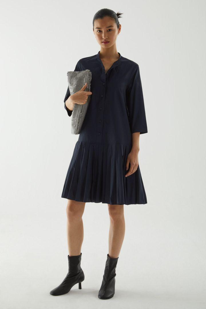 COS default image 12 of 블루 in 플리츠 셔츠 드레스