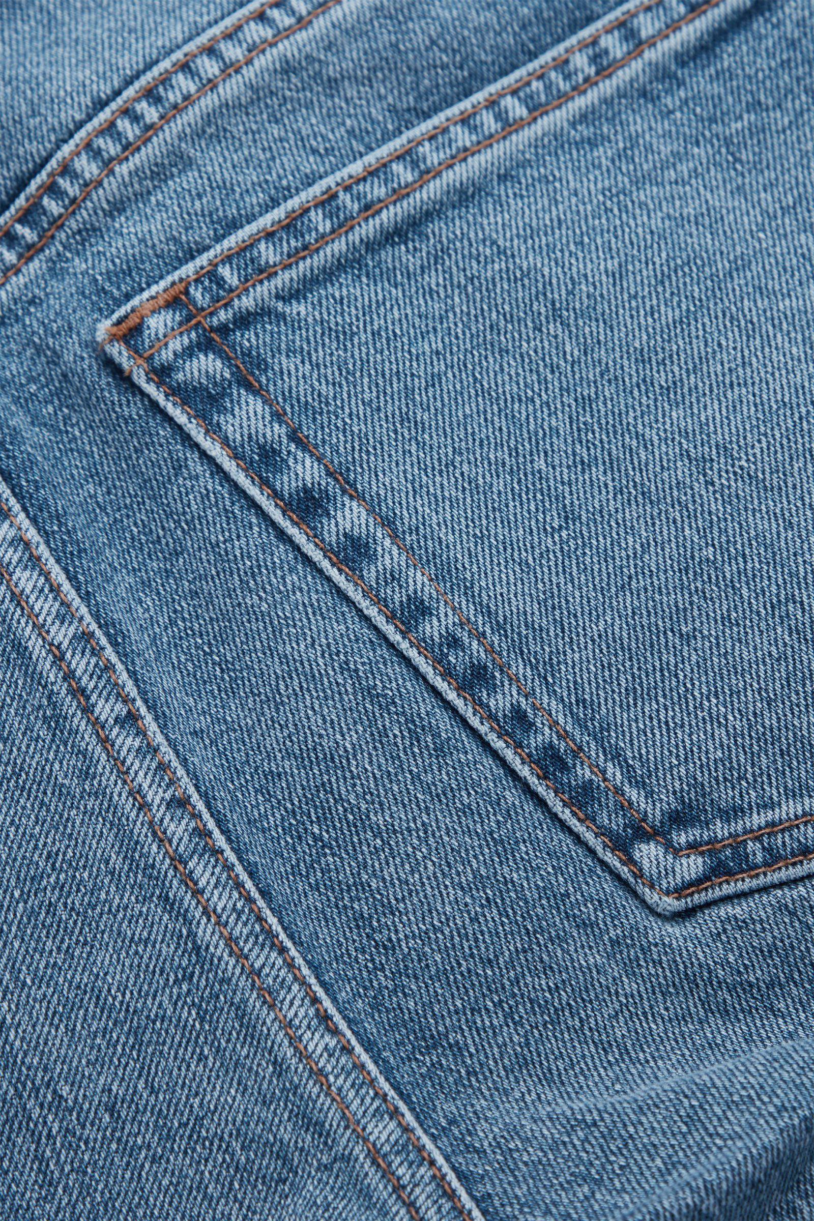 COS 오가닉 코튼 슬림 레그 진의 라이트 블루컬러 Detail입니다.