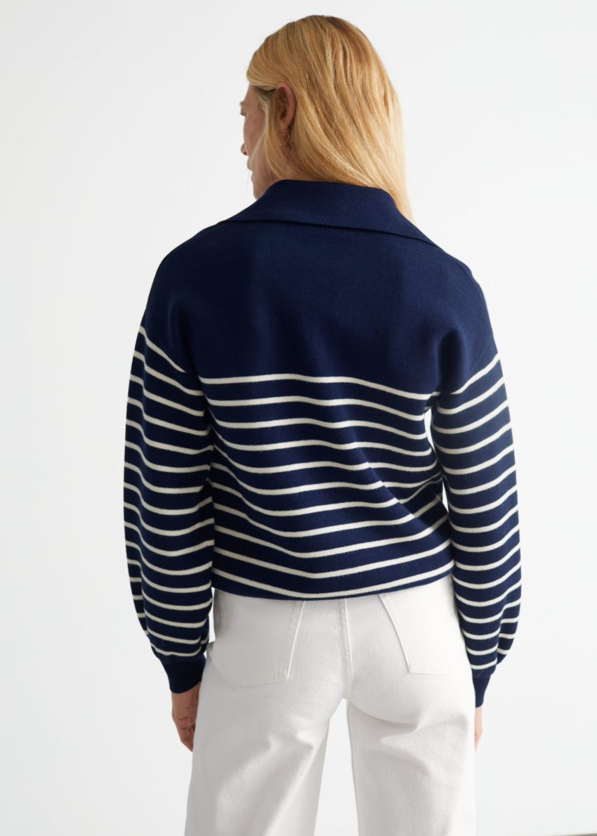 앤아더스토리즈 릴렉스드 세일러 스트라이프 스웨터의 블루 스트라이프컬러 ECOMLook입니다.