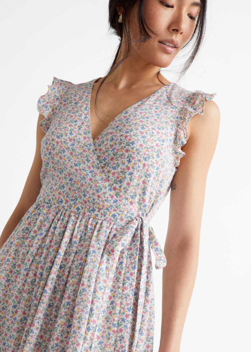 앤아더스토리즈 러플 미디 랩 드레스의 핑크 프린트컬러 ECOMLook입니다.
