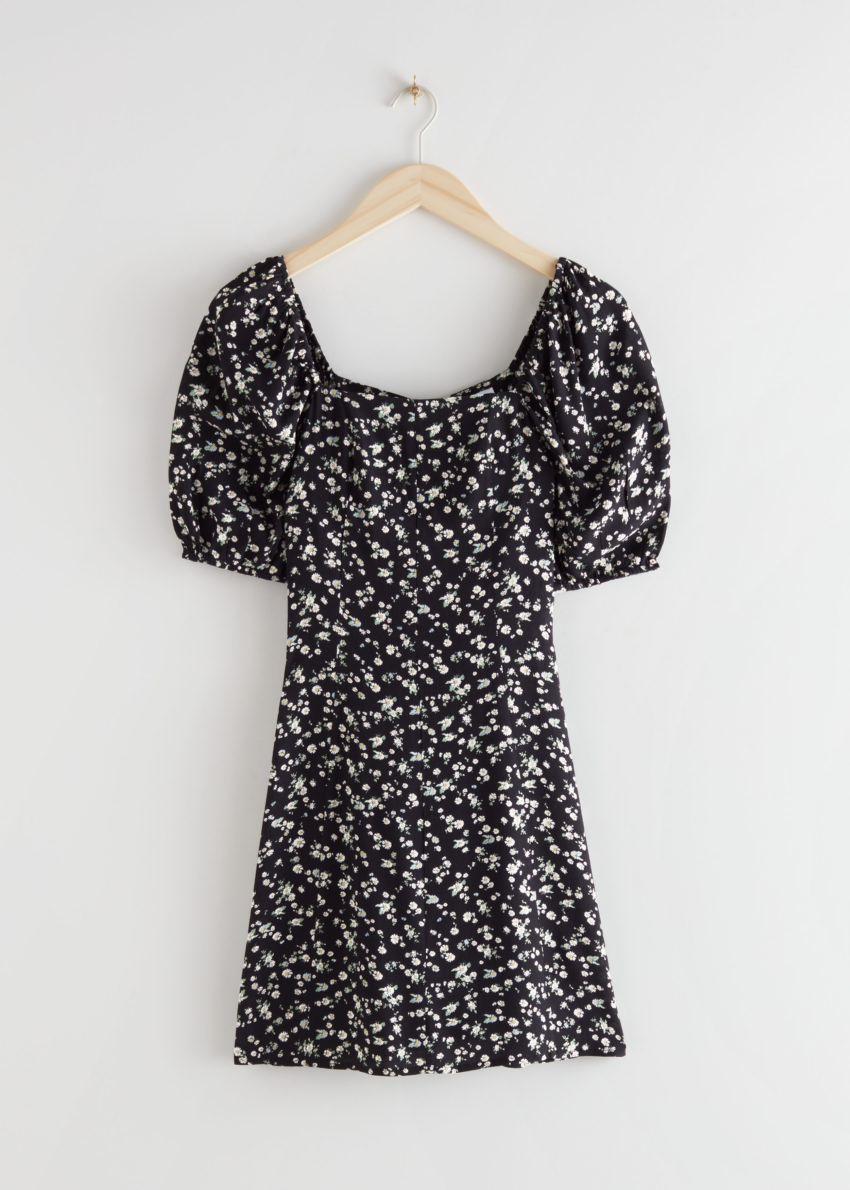 앤아더스토리즈 퍼프 슬리브 미니 드레스의 블랙 프린트컬러 Product입니다.