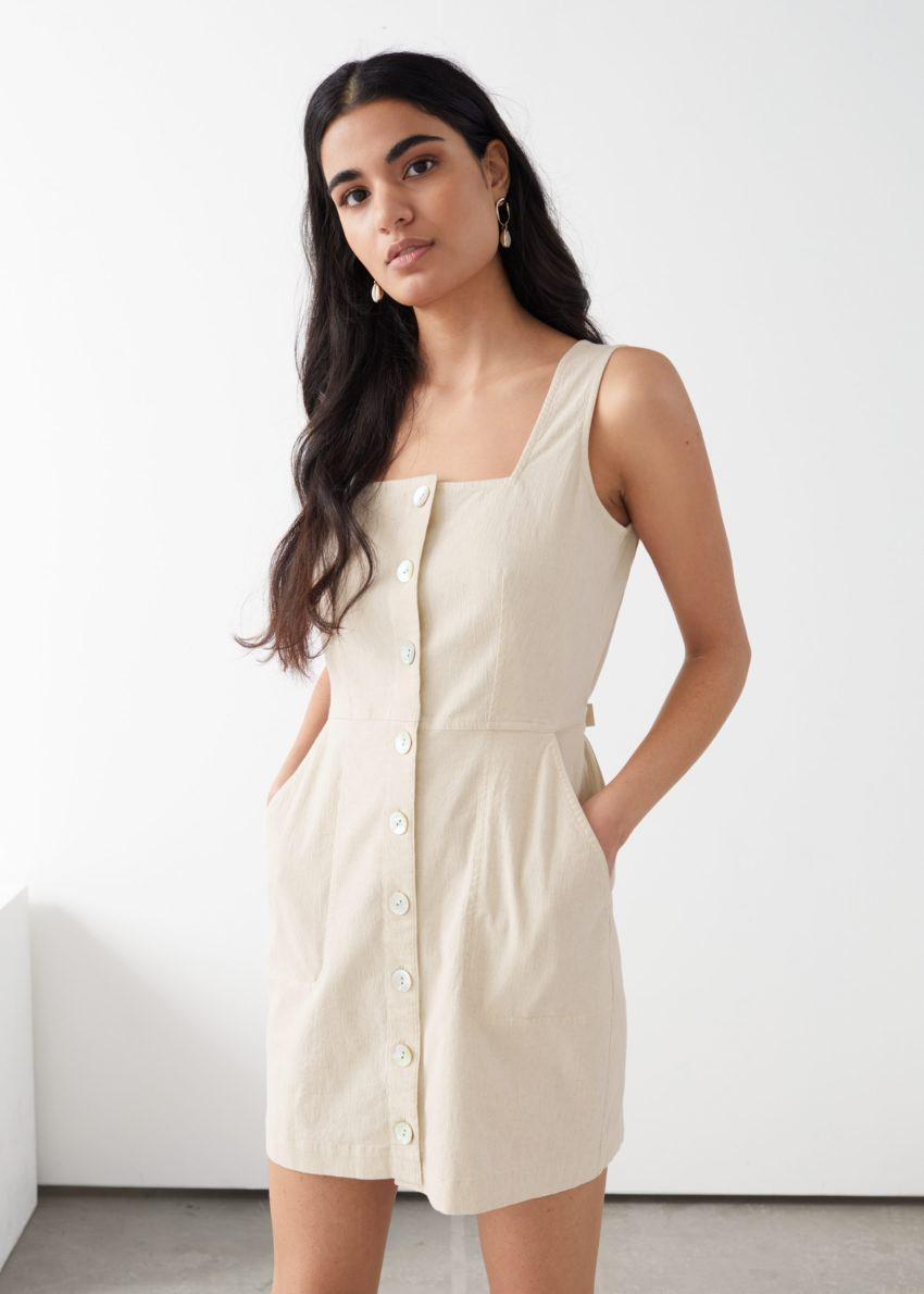 앤아더스토리즈 슬리브리스 피티드 버튼 다운 미니 드레스의 화이트컬러 ECOMLook입니다.