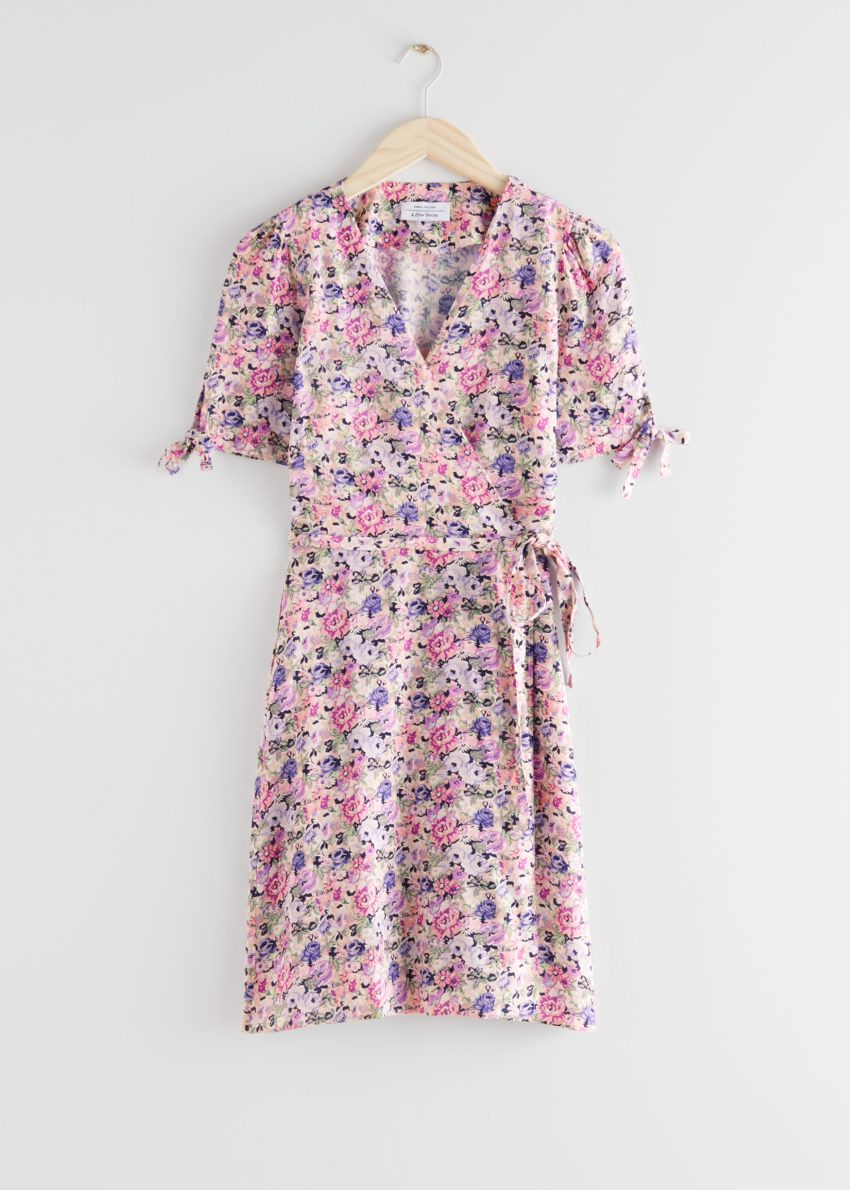 앤아더스토리즈 미니 랩 드레스의 핑크 플로럴컬러 Product입니다.