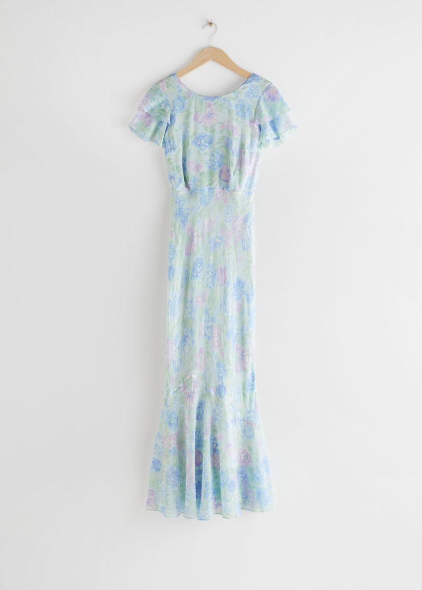 앤아더스토리즈 바이어스 컷 러플 맥시 드레스의 블루 플로럴컬러 Product입니다.