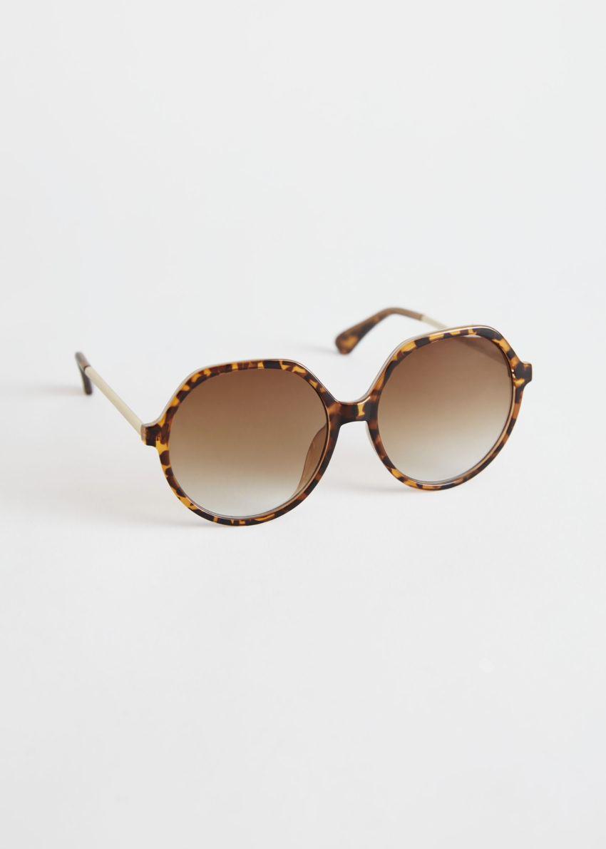 앤아더스토리즈 오버사이즈 터토이즈 선글라스의 터토이즈컬러 Product입니다.