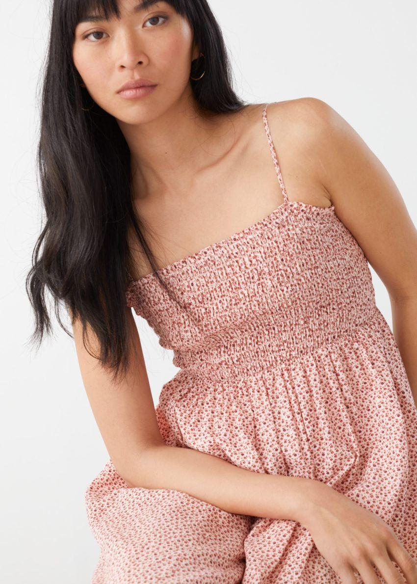 앤아더스토리즈 스모크 미디 드레스의 레드 프린트컬러 ECOMLook입니다.