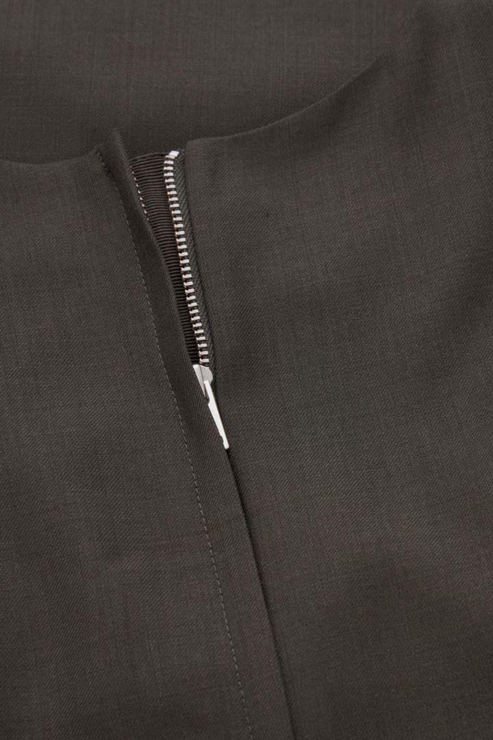 COS 울 믹스 테일러드 드레스의 다크 그레이컬러 Detail입니다.