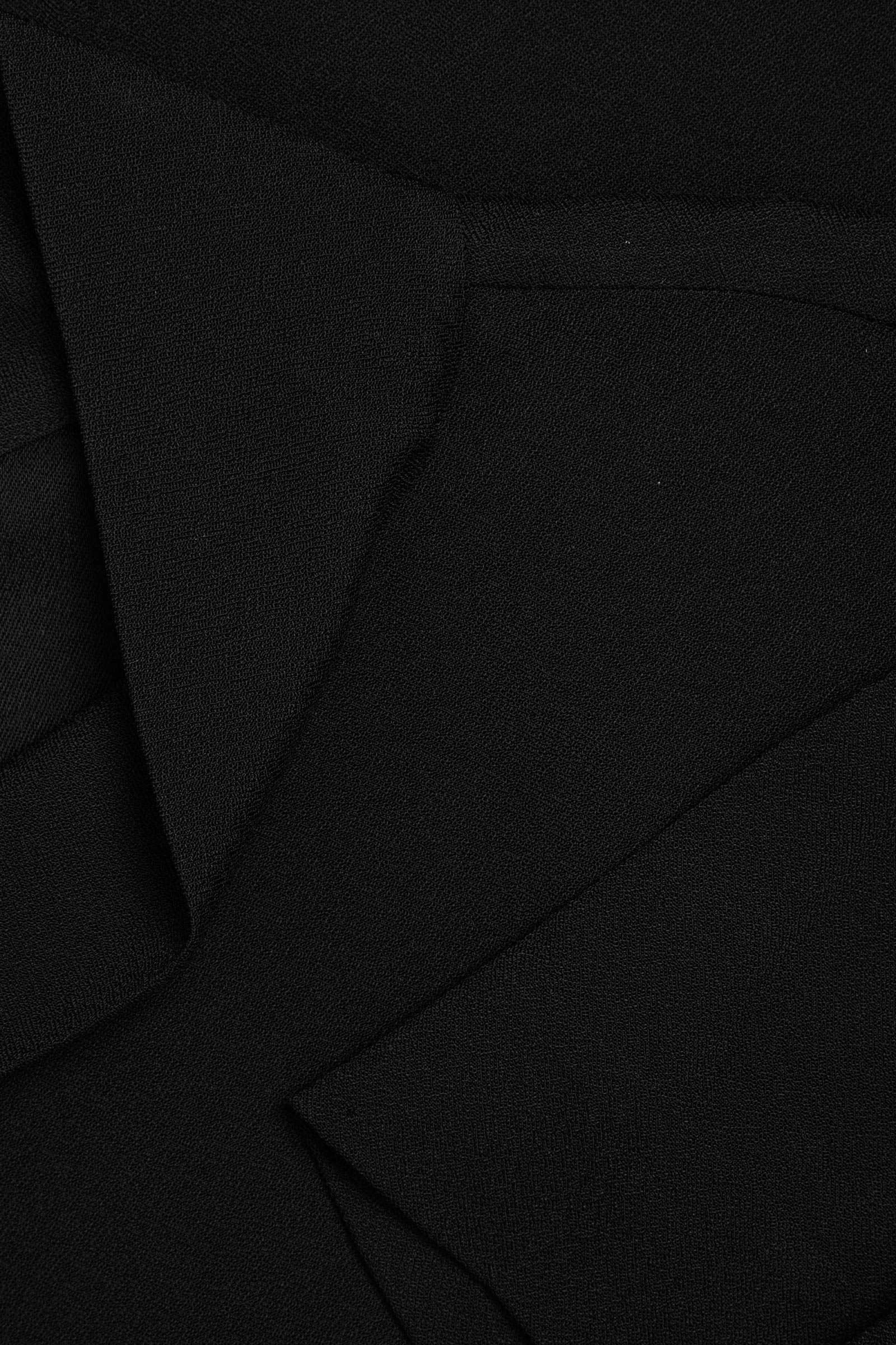 COS 카울 넥 크레이프 드레스의 블랙컬러 Detail입니다.