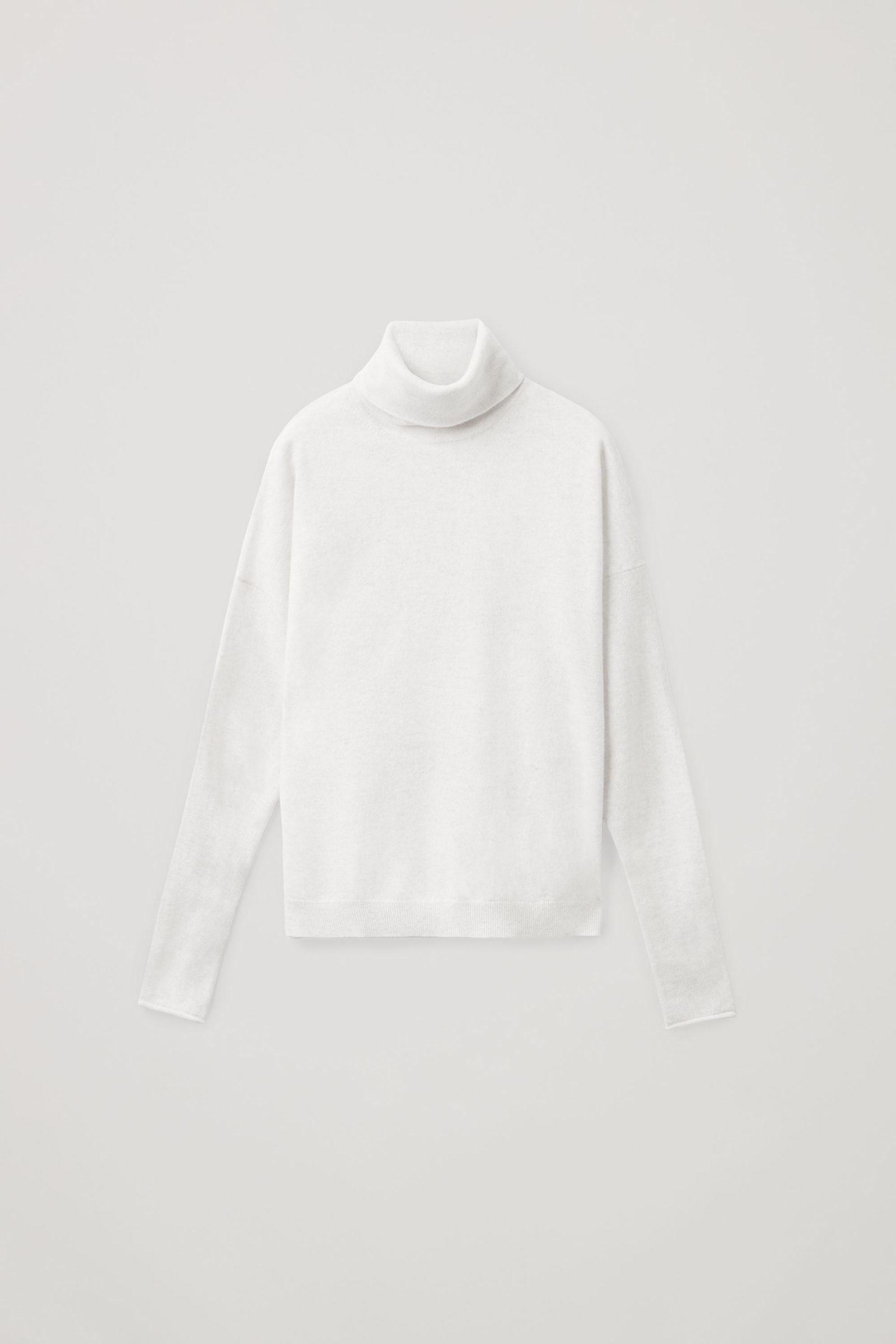 COS 롤넥 캐시미어 스웨터의 라이트 그레이컬러 Product입니다.