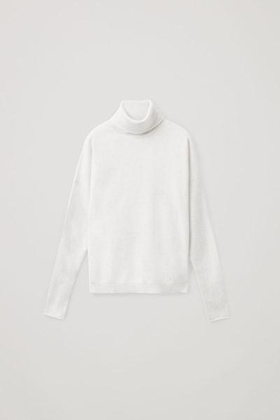COS image 0 of 라이트 그레이 in 롤넥 캐시미어 스웨터