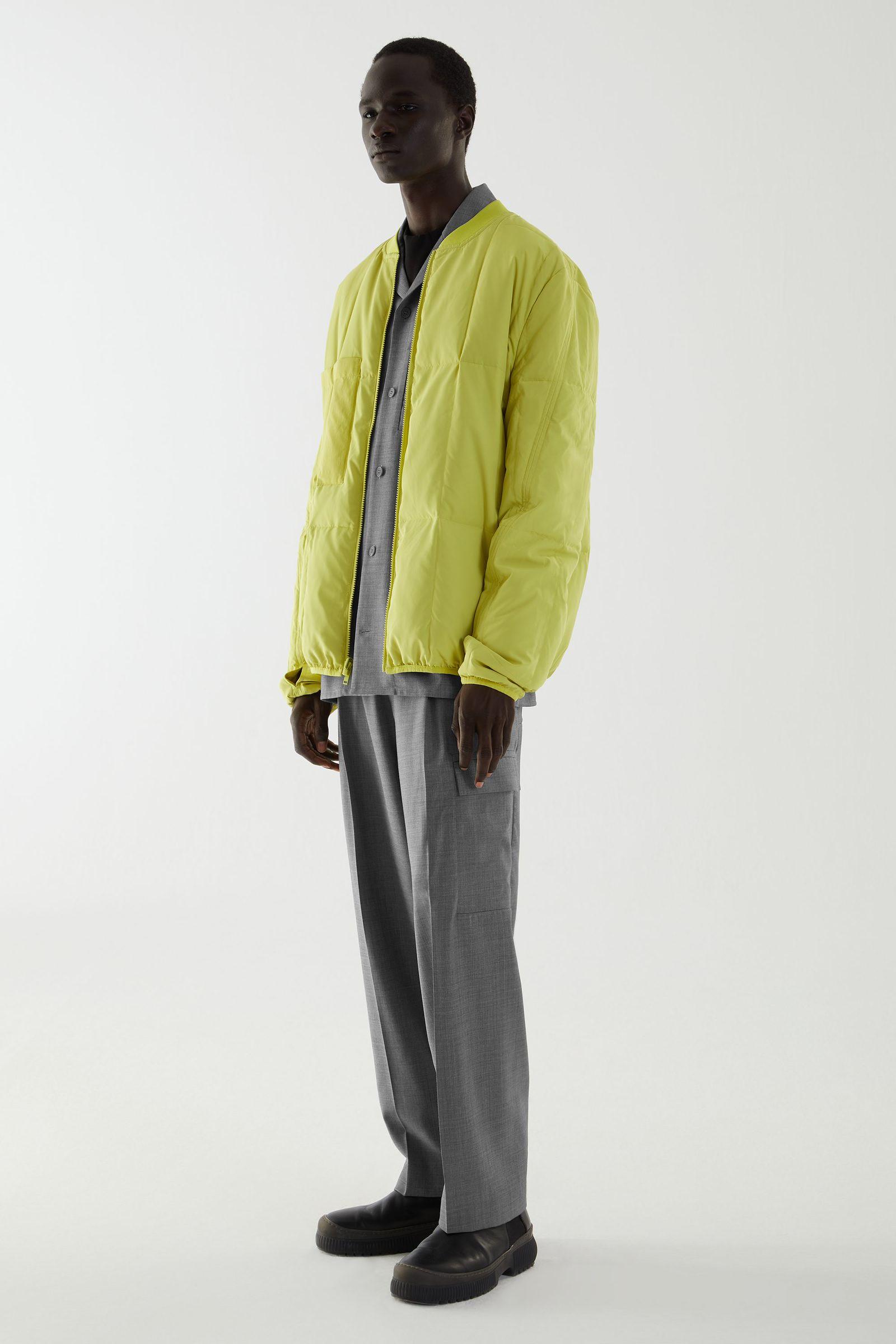 COS 리사이클 패딩 집업 봄버 재킷의 옐로우컬러 ECOMLook입니다.