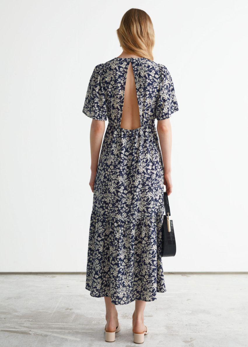 앤아더스토리즈 프린트 퍼프 슬리브 맥시 드레스의 블루 플로럴컬러 ECOMLook입니다.