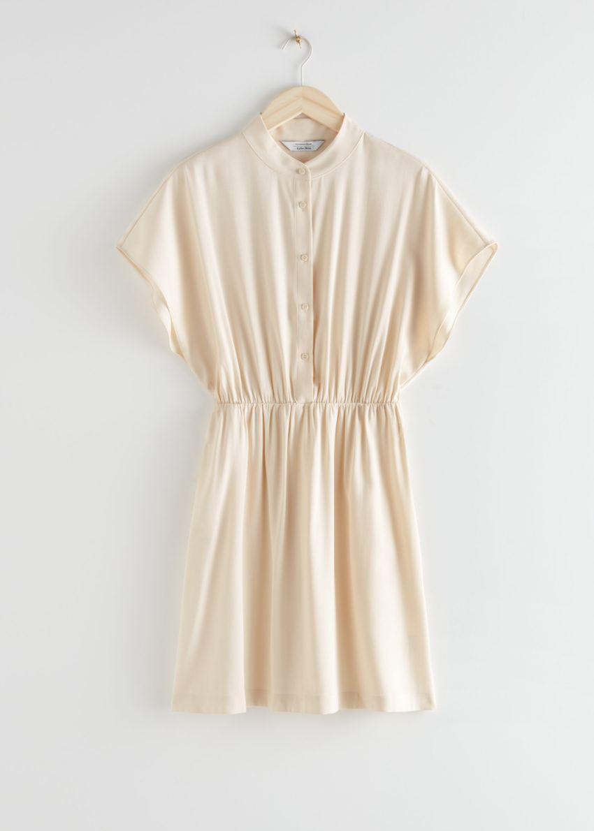 앤아더스토리즈 릴렉스드 버튼 미니 드레스의 베이지컬러 Product입니다.
