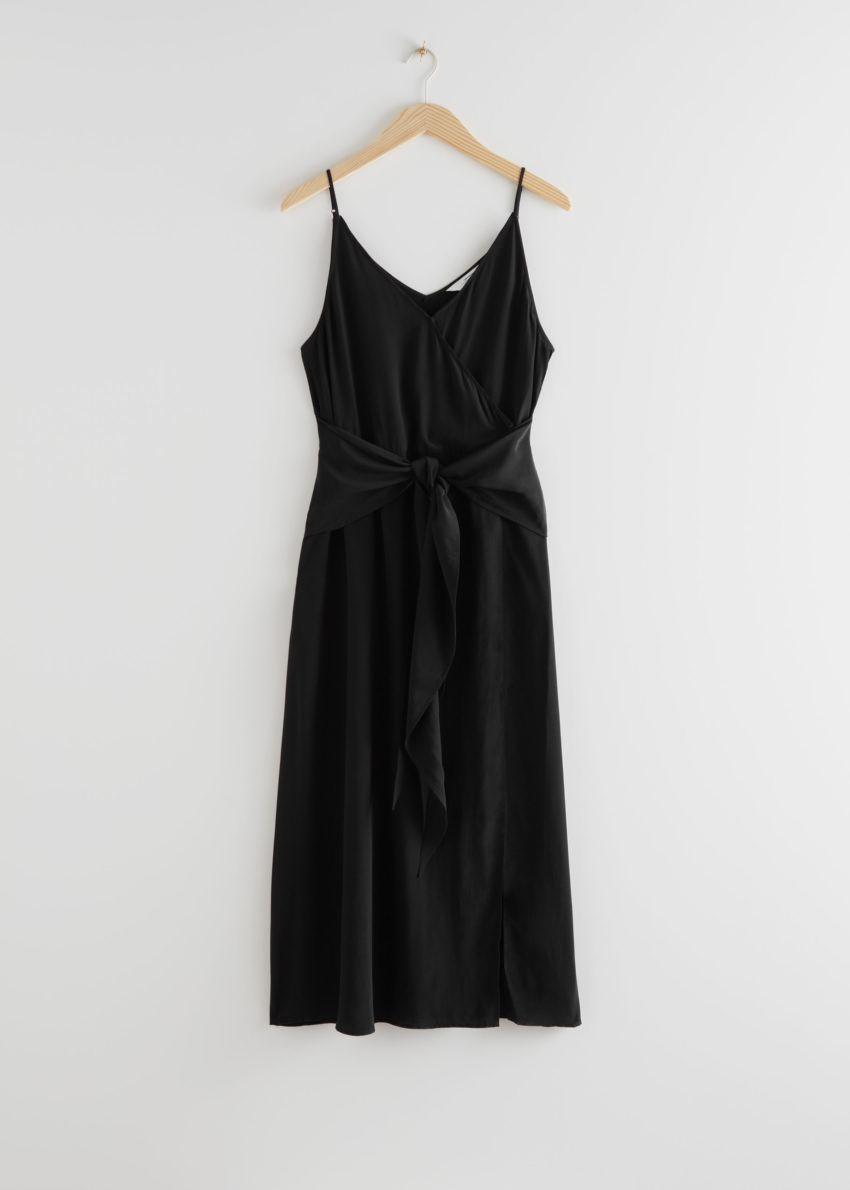 앤아더스토리즈 브이넥 웨이스트 타이 미디 드레스의 블랙컬러 Product입니다.