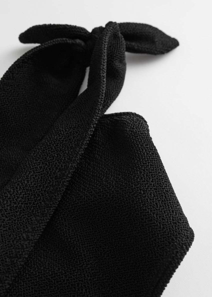 앤아더스토리즈 오프 숄더 방도 비키니 탑의 블랙컬러 Detail입니다.