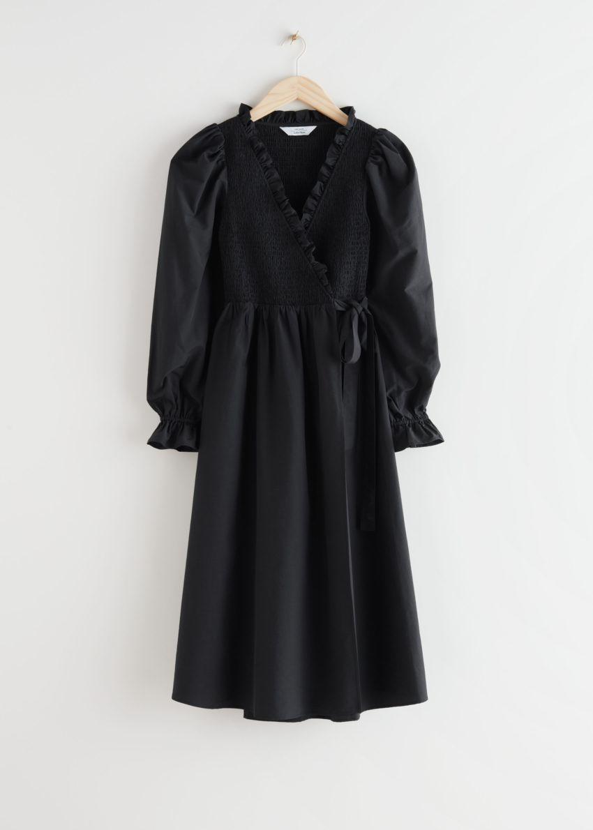 앤아더스토리즈 스모크 러플 미디 드레스의 블랙컬러 Product입니다.