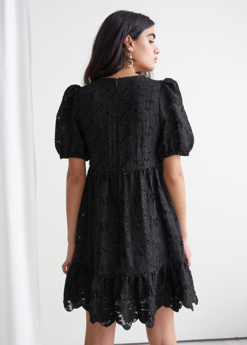 앤아더스토리즈 퍼프 슬리브 자카드 미니 드레스의 블랙컬러 ECOMLook입니다.