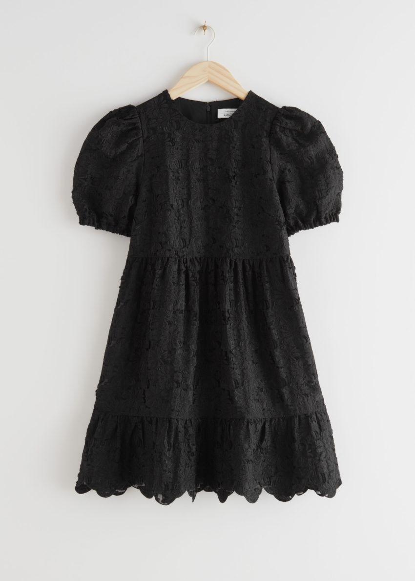 앤아더스토리즈 퍼프 슬리브 자카드 미니 드레스의 블랙컬러 Product입니다.