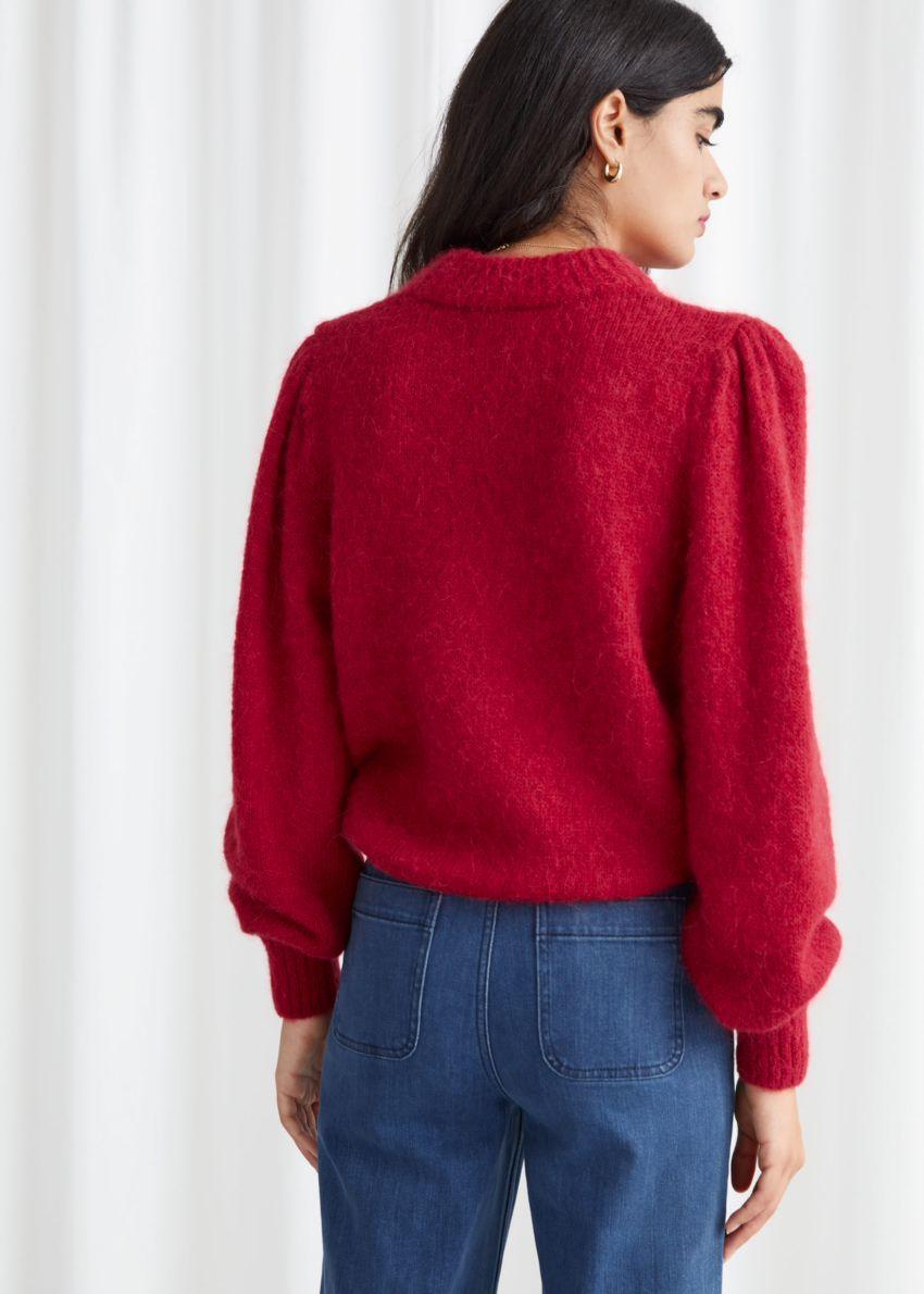 앤아더스토리즈 알파카 블렌드 니트 스웨터의 레드컬러 ECOMLook입니다.