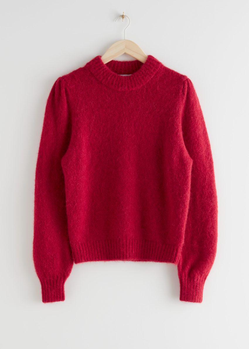 앤아더스토리즈 알파카 블렌드 니트 스웨터의 레드컬러 Product입니다.
