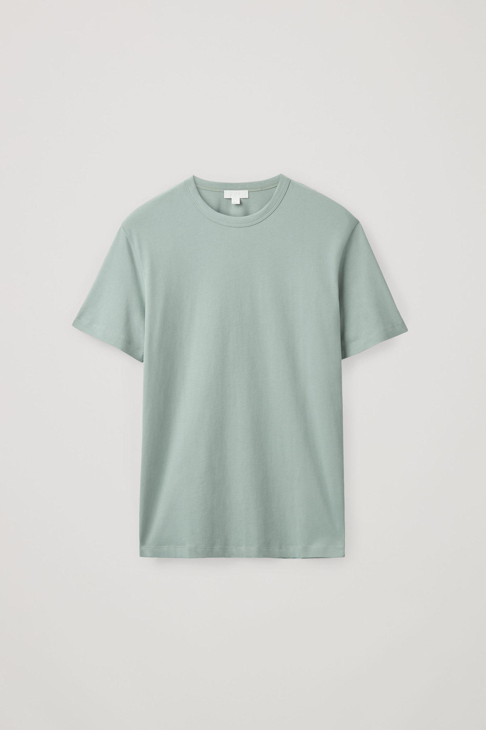 COS 브러쉬드 코튼 티셔츠의 더스티 그린컬러 Product입니다.