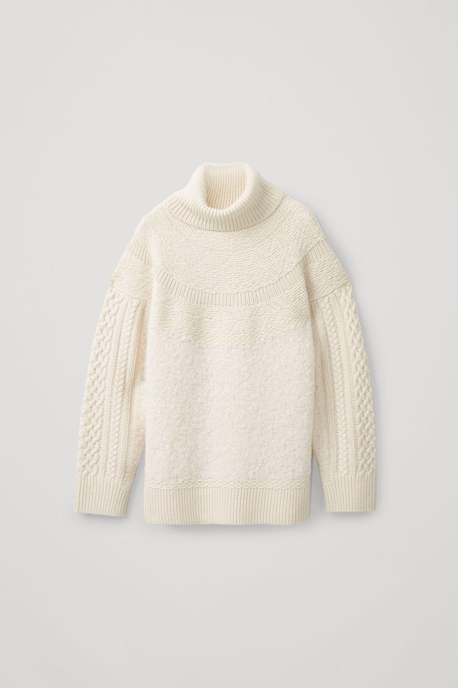 COS 니티드 울 알파카 스웨터의 화이트컬러 Product입니다.