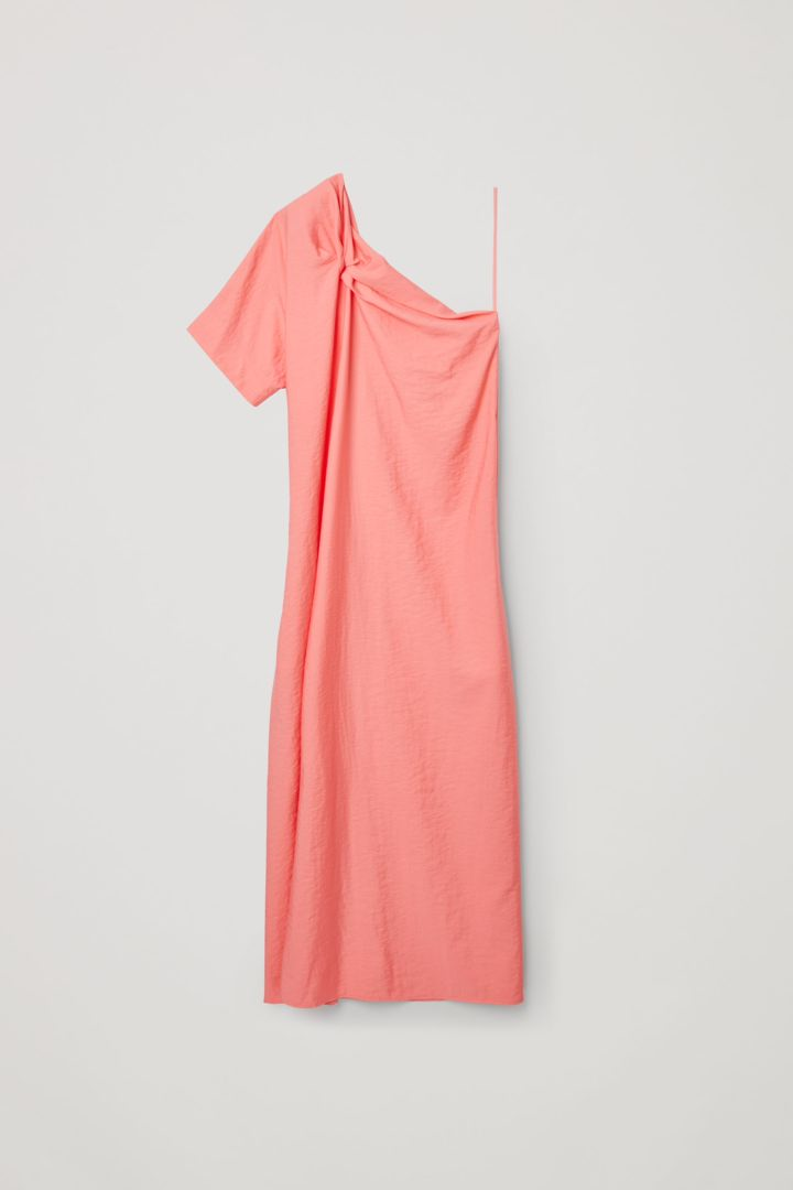 COS 애시메트릭 숄더 디테일 드레스의 핑크컬러 Product입니다.