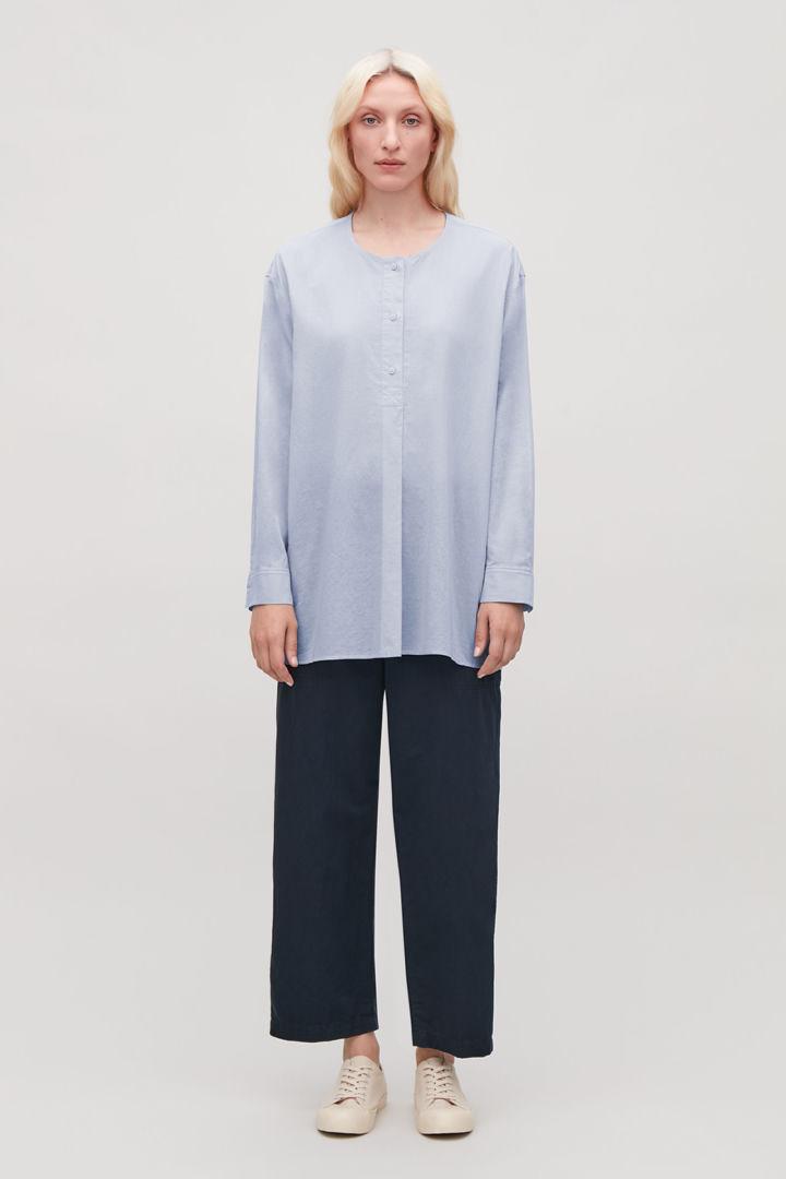 COS default image 3 of 블루 in 라이트웨이트 카프탄 셔츠