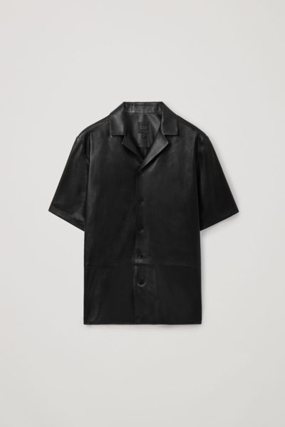 COS default image 1 of 블랙 in 쇼트 슬리브 레더 셔츠