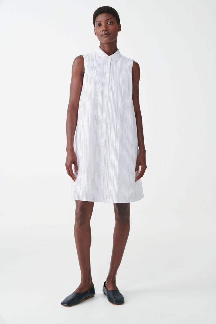 COS default image 9 of 화이트 in 슬리브리스 플리티드 셔츠 드레스