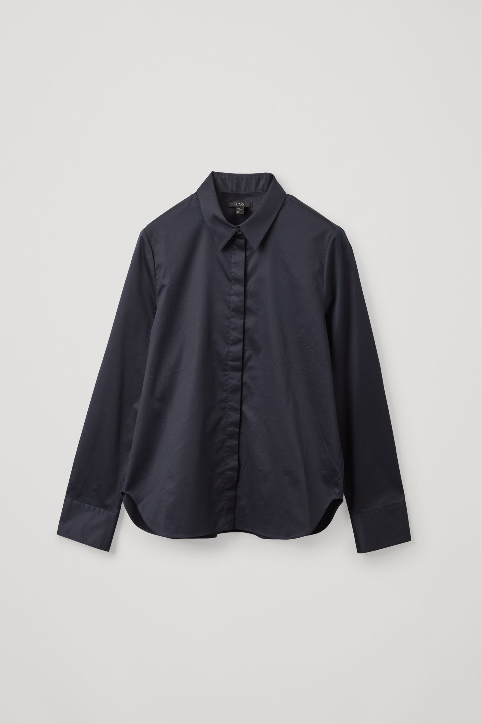 COS 코튼 슬림 핏 셔츠의 블루컬러 Product입니다.