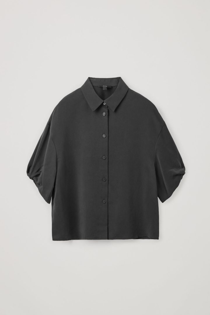 COS hover image 7 of 블랙 in 쇼트 퍼프 슬리브 셔츠