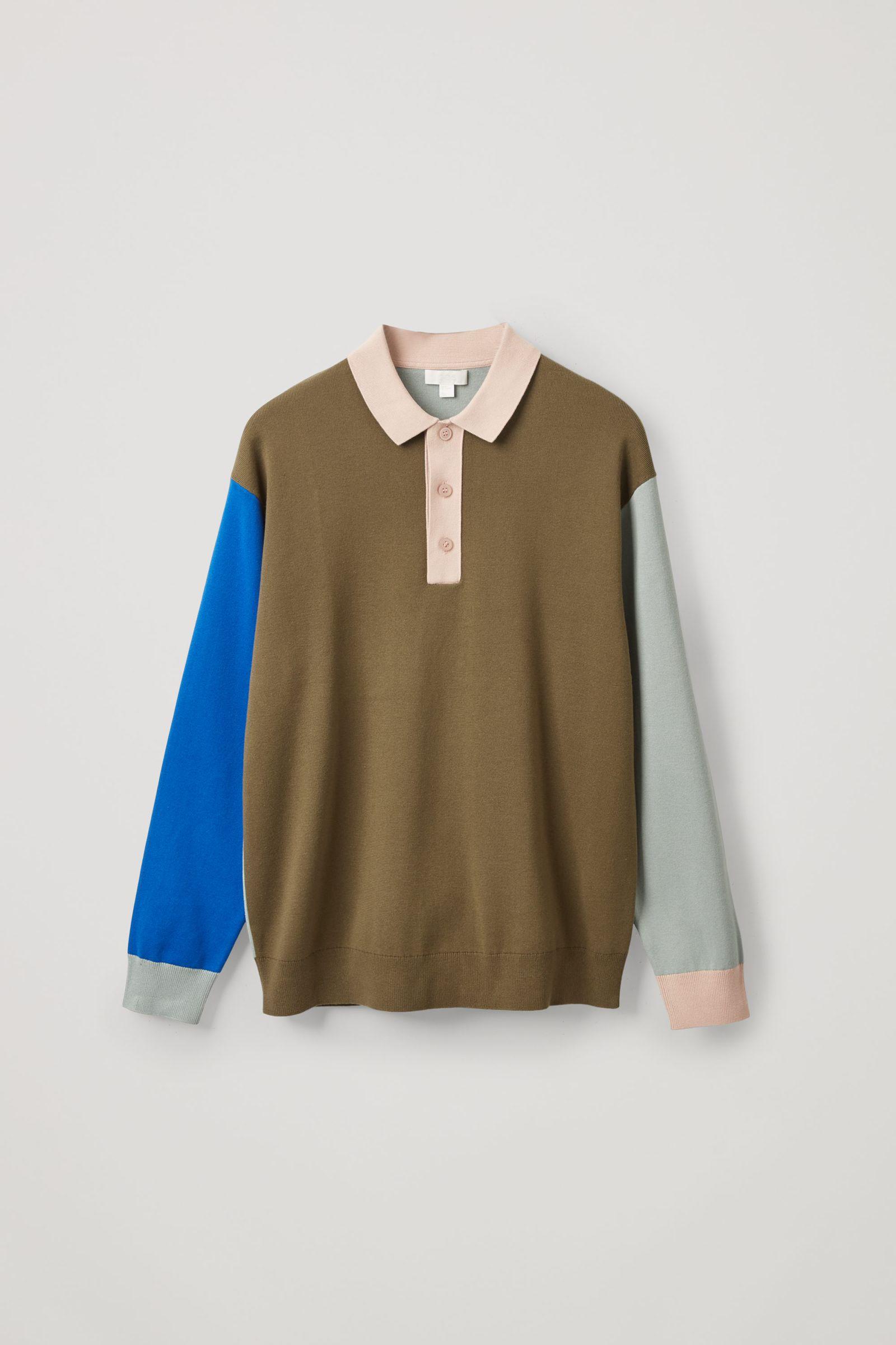COS 니티드 롱 슬리브 폴로 셔츠의 그린컬러 Product입니다.