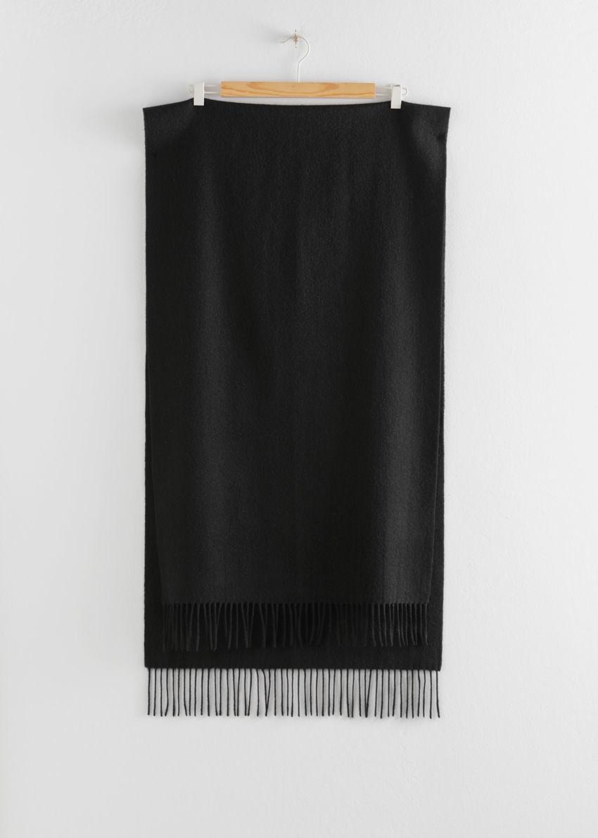 앤아더스토리즈 울 프린지 블랭킷 스카프의 블랙컬러 Product입니다.