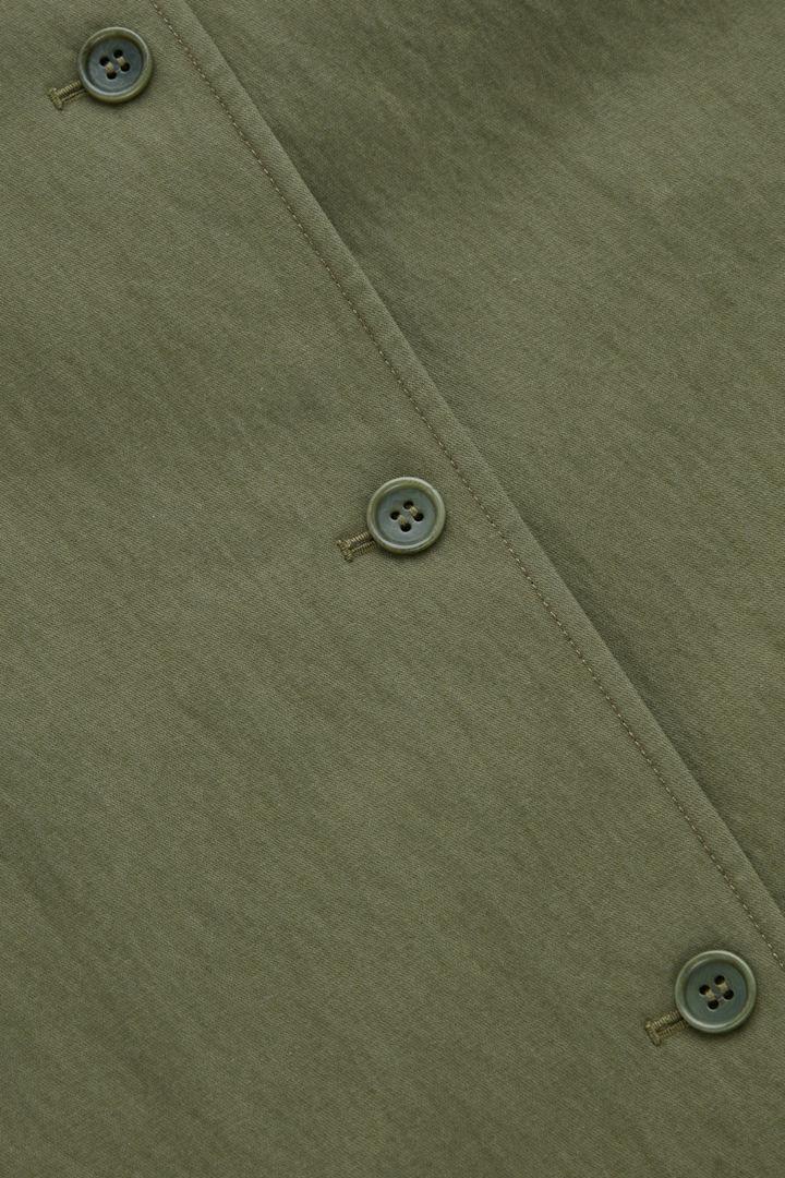 COS 코튼 믹스 오버셔츠의 카키 그린컬러 Detail입니다.