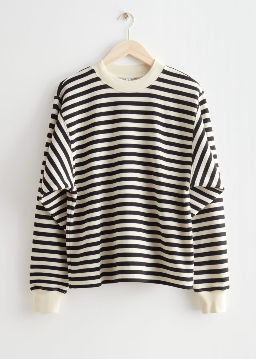 앤아더스토리즈 오버사이즈 스트라이프 스웨터의 블랙/화이트 스트라이프컬러 Product입니다.