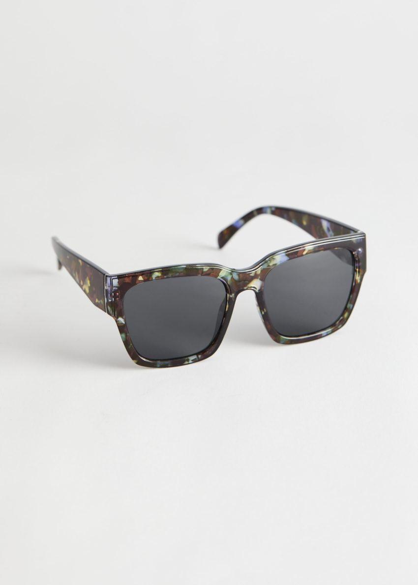 앤아더스토리즈 스퀘어 터토이즈 선글라스의 다크 터토이즈컬러 Product입니다.