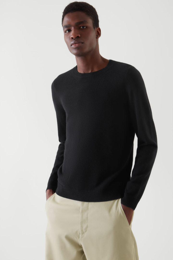 COS default image 9 of 블랙 in 레귤러 핏 캐시미어 스웨터