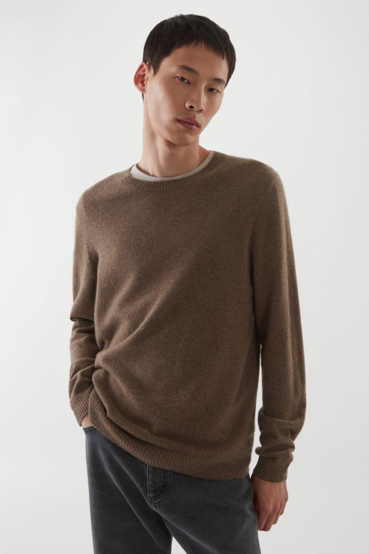 COS default image 10 of 브라운 in 레귤러 핏 캐시미어 스웨터