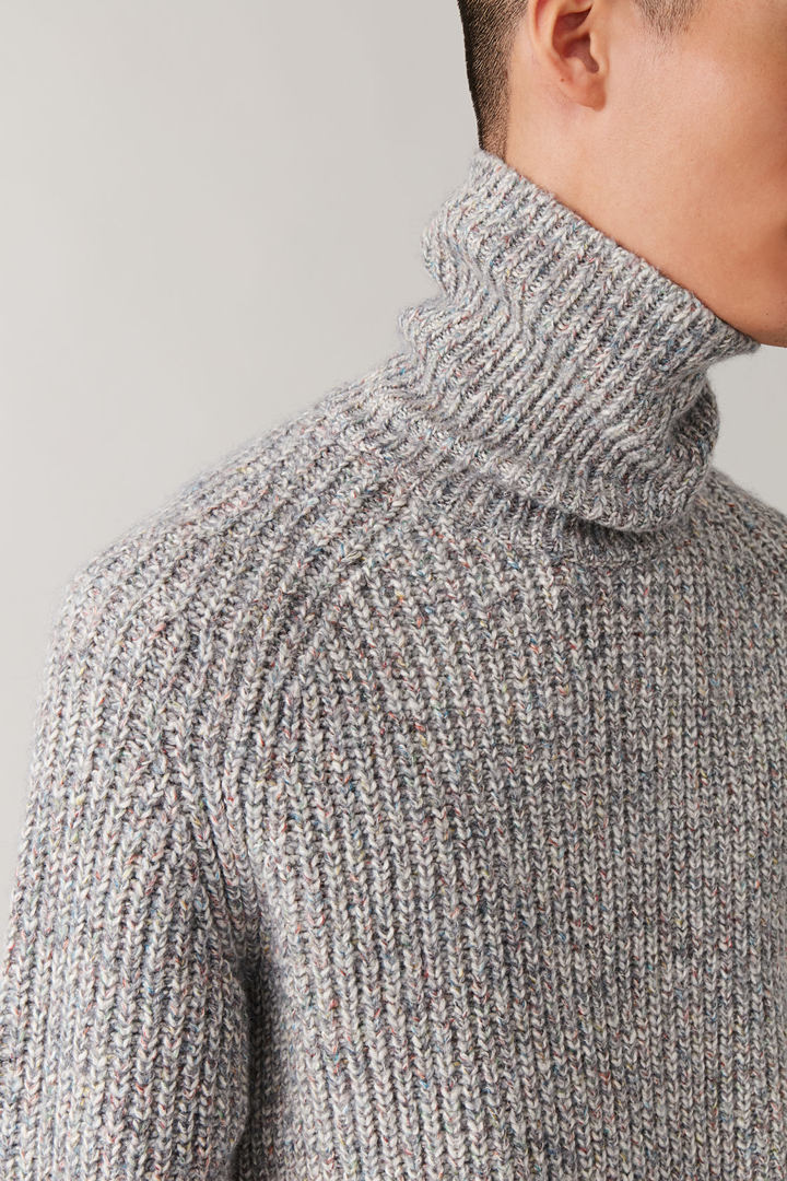 COS default image 6 of 그레이 in 스페클드 폴로 넥 스웨터